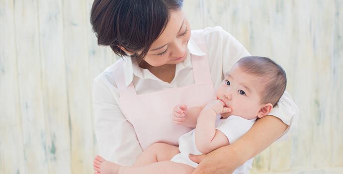 赤ちゃんと保育士