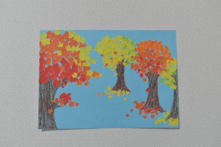 ちぎり絵で色とりどりな紅葉を作ってみよう